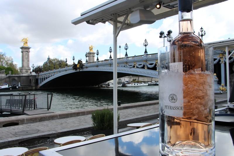 bouteille-peyrassol-pont-alexandre-III-terrasse-du-faust