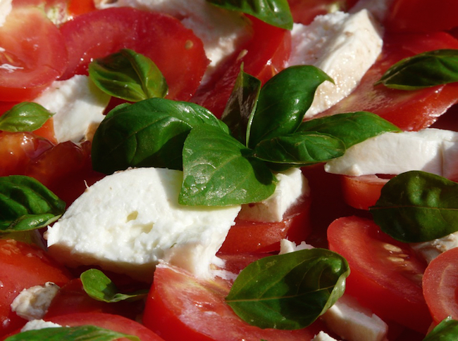 tomato-and-mozzarella-salad-8829_960_720