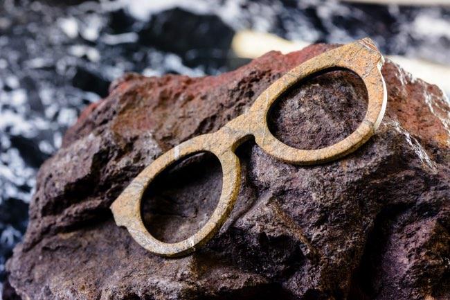 mora-lunettes-soleil-solaires-marbre-roche-italie-4