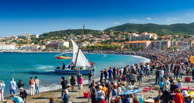 Barque catalane avec la vendange à Banyuls-sur-mer
